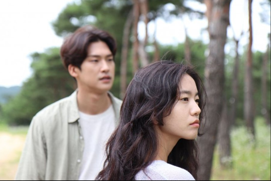 Days of Green cast: Lee Seol, Kim Jin Yeop. A Man Who Paints Water Drops Release Date: 5 May 2021. A Man Who Paints Water Drops.