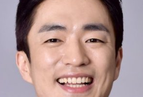 Jung Moon Sung Nationality, Born, Gender, Jung Moon Sung is a South Korean actor.